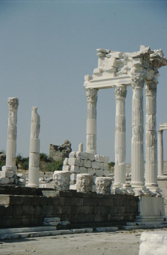 Pergamon, Tempel, Säulen