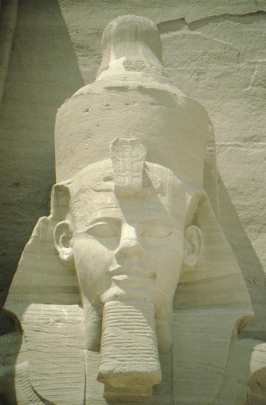 Abu Simbel, linke Kolossalstatue