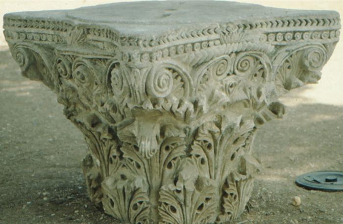 Jerusalem, antiker Säulenkopf
