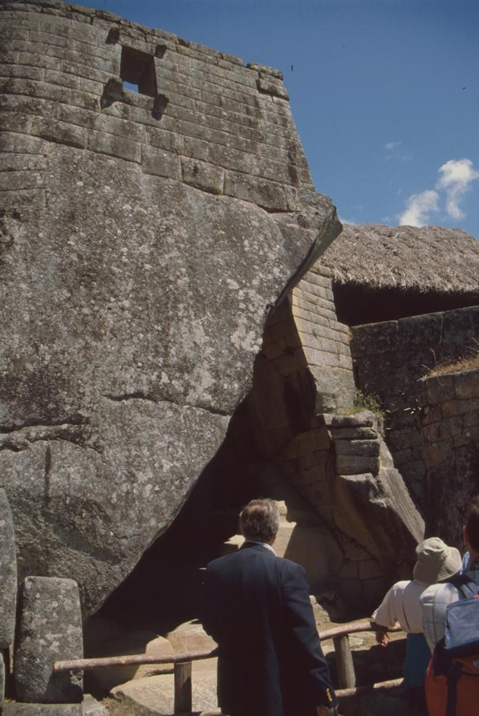 """Eingang zum """"Mausoleum"""", Machu Picchu, Peru"""