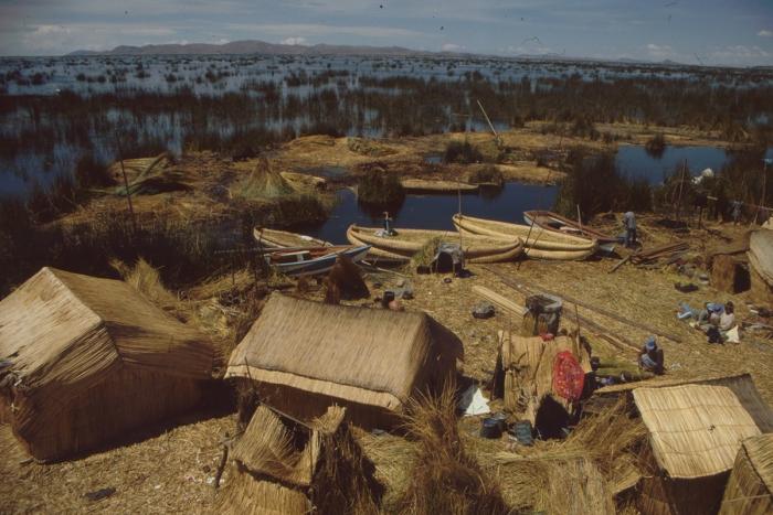 Boden, Häuser, Boote aus Schilf, Titicaca-See, Peru