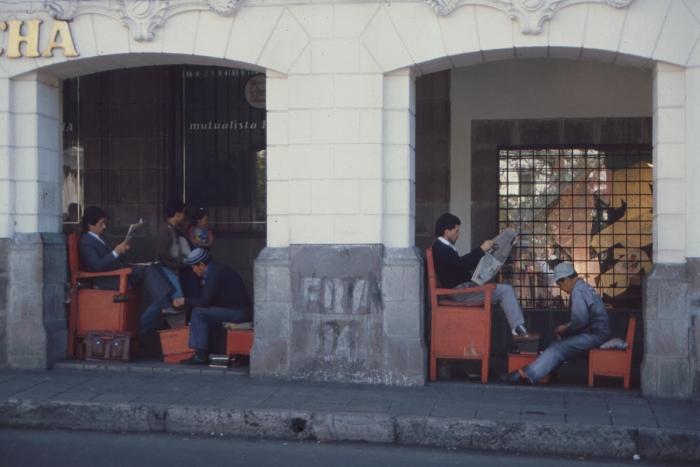 Schuhputzer, Plaza de la Independencia, Quito, Ecuador, 1989