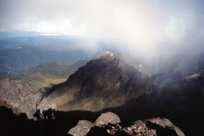 Vulkan Pichincha, Morgennebel im Krater