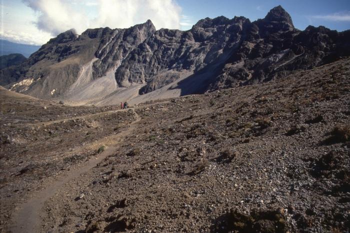 Vulkan Pichincha, Abstieg in den Krater
