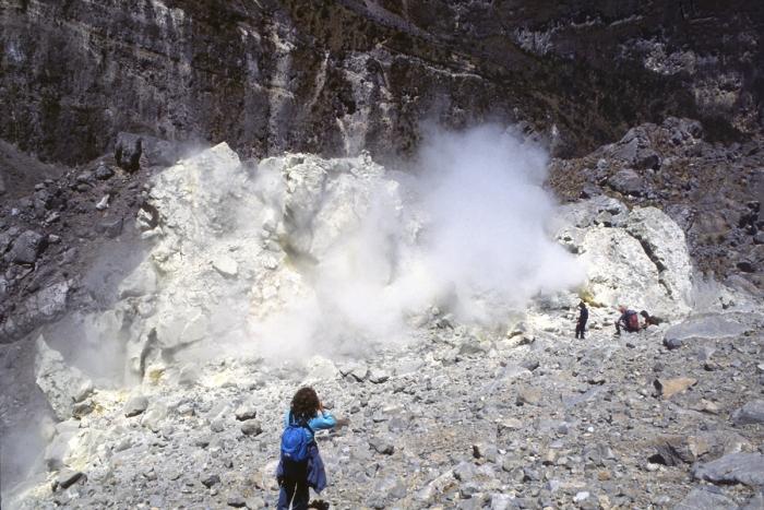 Vulkan Pichincha, Schwefeldämpfe